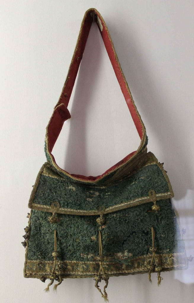 Notentasche - Green silk knitted bag, Southern German, 1550-1600 Schloss Ambras, Inv.Nr. KK 5369 Photos by Marion McNealy